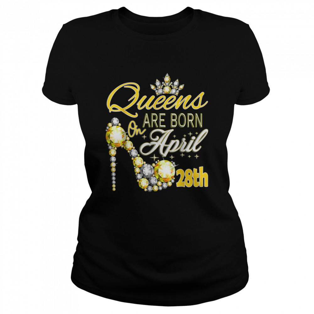 Queens are born on April 28th A queen Was Born In shirt Classic Women's T-shirt