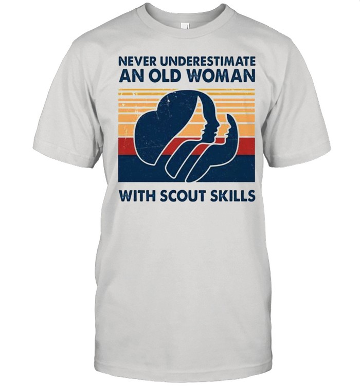 Never underestimate an old woman with scout skills vintage shirt Classic Men's T-shirt