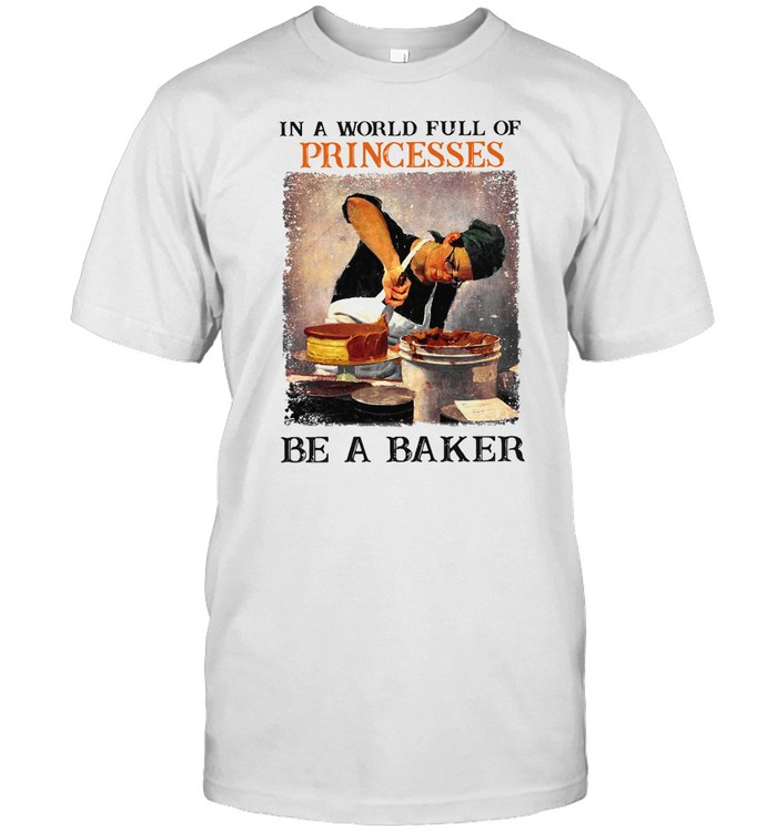 In A World Full Of Princesses Be A Baker Vintage T-shirt Classic Men's T-shirt